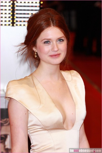 Harry Potter Star Bonnie Wright Gets Engaged Jamie Campbell Bower twilight 9-854x1280